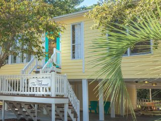 5 Min. Drive - 15 min Walk to Beach! Sparkling Clean! Linens Furnished!