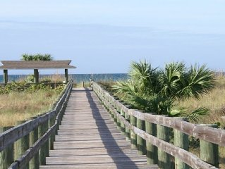 Sea, Sand & Sunshine!! Beach View, Golf Cart, Ferry, Pool, Boat Dock, Parking