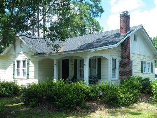 Azalea Cottage 8 mi. to Okefenokee Swamp and walk to Train Watching Platform