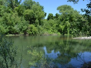 Riverfront Cottage with large yard. Beautiful setting - private river beach.