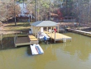 Large, Lakefront House, Sleeps 14 - Perfect rental for multiple families!