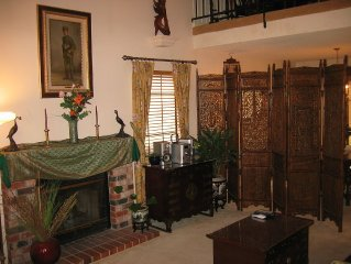 Quiet, elegant 3BD/2.5BA house in suburban Natomas; close to airport and town!