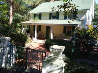 Charming Historic Golf Cottage With Pool. Walk to Town! Pet Friendly w/ Big Yard