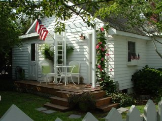 Beach cottage  in Heart of Old Town Manteo  on Roanoke Island , OBX