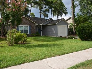 Quaint 3 bdrm in a charming neighborhood, 3 miles from IOP