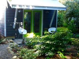 Walk to Ferry, Walk in town!  Garden studio with hot tub!