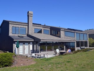 Late Check Out 9pm - Modern Home with Game Room, Hot Tub, Ocean Views