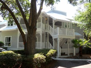 Perfectly wooded secluded end upper unit with additional space.