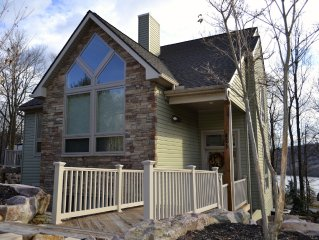 A Must See - Lux Home With Wet Bar, Outdoor Patio, 18' Shuffleboard