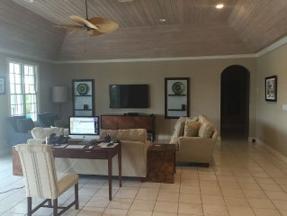Spacious And Relaxing 4 Bedroom Home In Upscale Old Fort Bay
