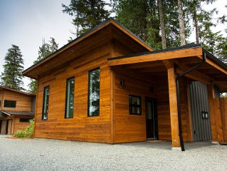 Brand New! Private Modern Cabin. Walk To The Beach!