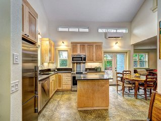 Sellwood Guest Home, 2BR/2ba Guest Home, stunning design, close to downtown.