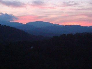 Beautiful Windsong with 60 Mile Sunset Vistas, in Echota on the Ridge Resort
