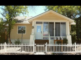 Comfortable Craftsman 3 blocks to Town!