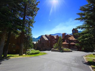 Aspen Creek Mountain Retreat located walking distance Little Eagle Ski Area
