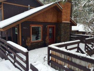 Beautiful Tahoe Cabin In Brockway, close walk to beach, 3br / hot tub/deck.