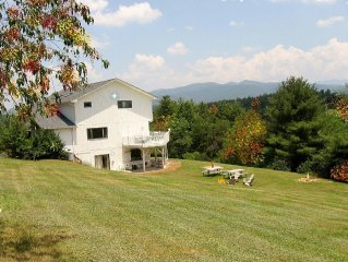 Decorated for the Holidays inside and out-Breathtaking Mountain Views-hot tub