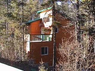 Luxury Chalet at Foot of Ski Mountains, 2 Fireplaces, Hot Tub