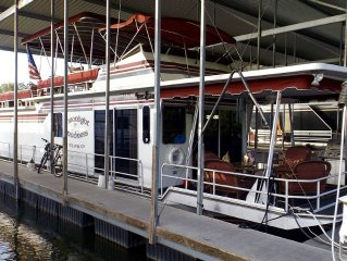 Immaculate 70' Houseboat with Roof Top Party Deck Walking Distance to Downtown