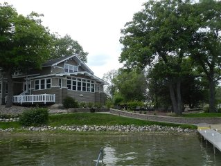 7 BR Lake House Estate - 3 Huge Family Rooms   **Sleeps 22 in Beds**