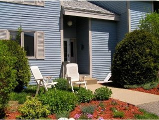 Spacious North Conway Condo, Close to Everything, Perfect for Families & Friends