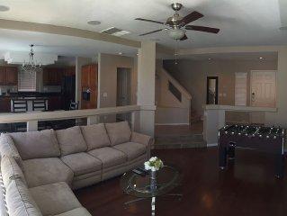 3 Br/2.5 Ba Private Home. Pool & Spa, Minutes to Vegas Strip Wifi.