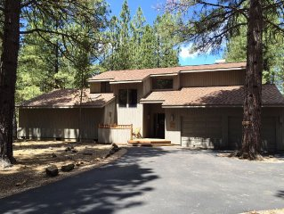 Three BR House w/ Breathtaking View of Mt.Jefferson and the Golf Course!