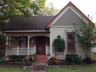 Victorian Cottage built in 1905 in Frisco, beautifully restored and furnished