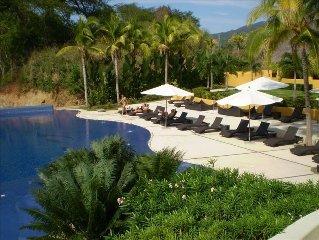 Breath-taking 9th floor view of Banderas Bay, 2 pools!