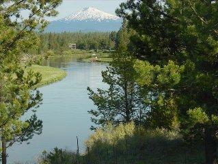 Mountain View Retreat - spacious riverfront lodge, idyllic setting near Sunriver