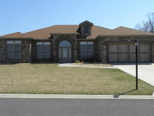 Upscale Home, Hot Tub, Garage, Golf Course, Hike, Bike, Pool