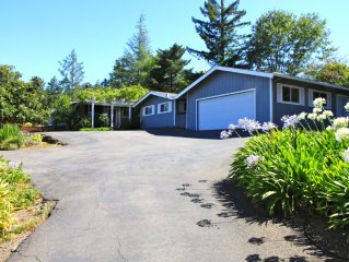 Beautiful Dry Creek Valley Home w/Pool & Views, 5 Mins to Downtown Healdsburg