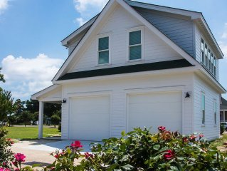 Caroline Cottage located Historic Waterfront District.   Cleaning Fee Included