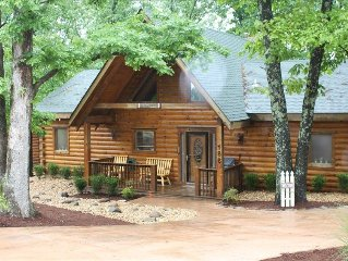 'Dogwood' Log Home-Expansive wooded deck, fireplace, full ammenities!