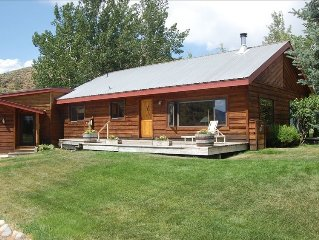 Peaceful Retreat Minutes from Skiing. Views, Spacious,Trails