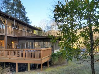 Herons Haven Lakeside Chalet - Pets Welcome, Sleeps 10, Hot Tub, 2 Fireplaces!!