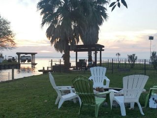 Cozy Lakefront Getaway On Lake Livingston.  No Pets Allowed