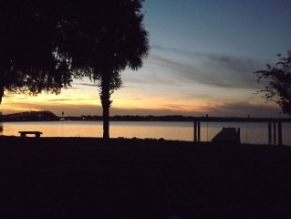 Beautiful St. Johns River Home. Walk To Town-Bring Your Boat Or Jetski!