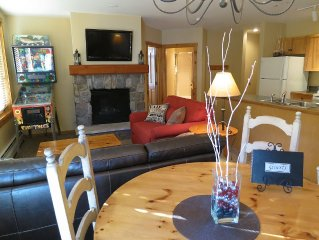 Walk to slopes, village,gondola. Great views of slopes/mtns.2 king beds, pinball