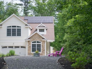 NEW LISTING*Close/Walk to Long Sands Beach & enjoy a Private Wooded Setting!