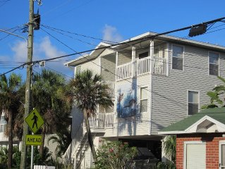Ideal Location! 2 Bedroom Condo Steps From The Gulf Of Mexico!