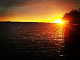 Wake To Fresh Air Or Watch The Sunset And Peaceful View Of Castle Rock Lake