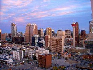 NEW LISTING - DOWNTOWN PENTHOUSE - TWO NIGHTS FREE!