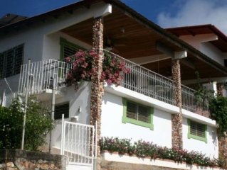 Sleeps 4 - Stunning Panoramic Ocean Views & 2 Minutes to Beach!