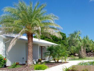 Pelican Cottage, updated 1 bedroom Cottage, full kitchen on oceanfront property