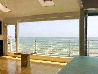 'Walls of Glass' Malibu Oceanfront Beach House