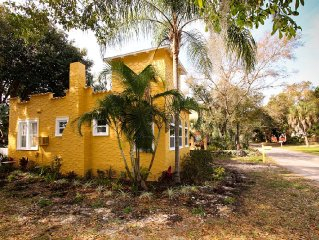Have A Blast In The Gulfport Arts District, Charming 2 bdm,  Pet Friendly!!