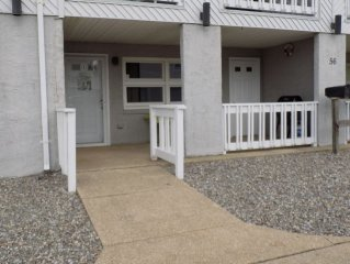 3bed/1bath w/ offstreet parking FAMILY friendly