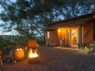 1930's Carriage House Cottage in heart of wine region, Paso Robles