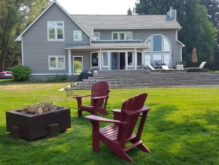 200' Park-Like Waterfront -- Primary Home+Guesthouse --7 Min Boat/Drive to Town